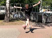 Jak wykonać trik XOver w freestyle football