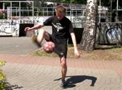 Jak wykonać trik HTW w freestyle football