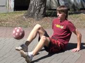 Jak podbijać piłkę na siedząco - freestyle football