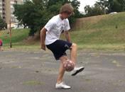 Jak wykonać trik TATW w freestyle football
