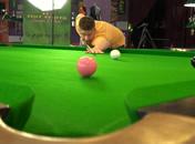 Jak wykonać podstawowe uderzenia i zagrania snookerowe