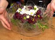 Jak wykonać ciekawą kompozycję z pozostałości kwiatów