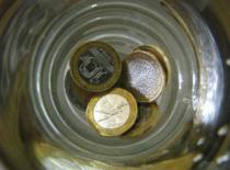 Jak wykonać sztuczkę z monetą w szklance