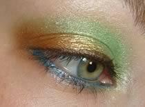 Jak wykonać makijaż w odcieniach zieleni i brązu
