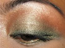Jak wykonać makijaż oliwkowo-zielony