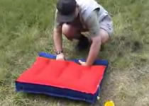 Jak złożyć dmuchany materac