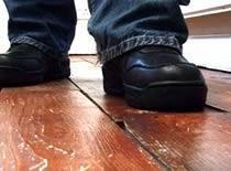 Jak naprawić skrzypiącą podłogę
