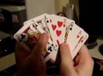 Jak wykonać sztuczkę z rozkładanymi kartami