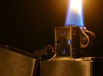 Jak odpalać zapalniczkę Zippo na kilka sposobów
