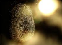 Jak ściągać odciski palców - techniki kryminalistyczne #1