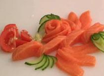 Jak zrobić sushi - krojenie ryby na nigiri i sashimi