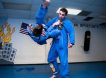 Jak założyć dźwignię na ramię i unieruchomić przeciwnika