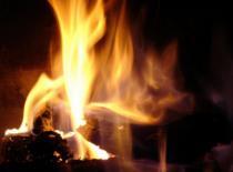 Jak rozpalić ogień przy użyciu brzeszczota
