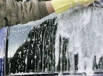 Jak wybrać preparat ułatwiający spływanie wody z szyb