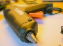 Jak zrobić elektryczną kuchenkę z pistoletu na klej
