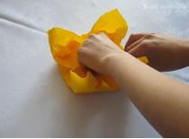 Jak zrobić podstawkę - kwiatek z serwetki