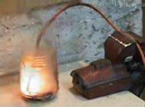 Jak zrobić zapalnik elektryczny z lampki choinkowej?