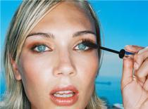 Jak zrobić makijaż pod niebieskie oczy i blond włosy
