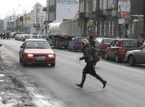Jak zachować się na drodze - piesi na drodze