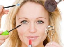 Jak wykonać makijaż - podstawowe elementy makijażu
