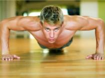 Jak wykonać 6 ćwiczeń na klatkę piersiową