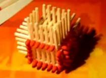 Jak obrócić kostkę z zapałek w trakcie budowy