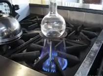 Jak zagotować wodę za pomocą ... lodu