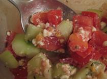 Jak przygotować letnią sałatkę warzywną