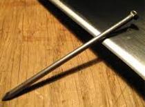 Jak zrobić śrubę z gwoździa