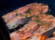 Jak zrobić łososia z grilla w sosie kremowym