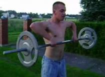 Jak trenować mięśnie barków