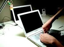 Jak wymienić pamięć RAM w Apple IBook 3G