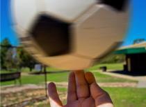 Jak opanować kręcenie piłką na palcu