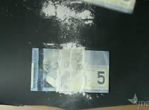 Jak wykonać sztuczkę z przecinaniem banknotu