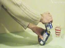 Jak ustawić puszki pod kątem - jedna na drugiej