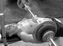 Jak trenować mięśnie trójgłowe ramion (tricepsy)