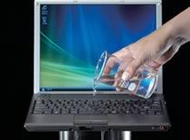 Jak postępować w przypadku zalania laptopa