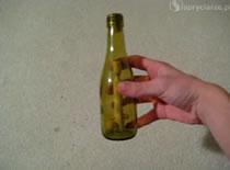 Jak umieścić kulkę na górze kijka w zamkniętej butelce