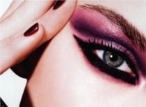 Jak zrobić ciemny makijaż na studniówkę