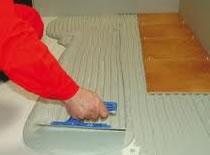 Jak układać glazurę z płytek ceramicznych (wersja dla mężczyzn)