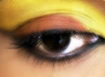 Jak zrobić makijaż w złotej i brązowej tonacji
