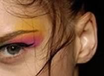 Jak wykonać czerwono złoty makijaż w ciepłej tonacji