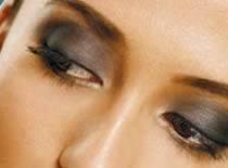 Jak zrobić makijaż w ciemnych barwach