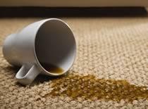 Jak usunąć plamy z dywanów za pomocą żelazka