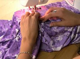 Jak zrobić sukienkę z seksownym rozcięciem z przodu