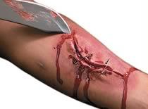 Jak zrobić krwawą ranę za pomocą sztucznej skóry