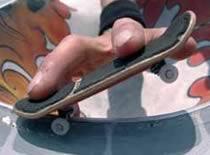 Jak wykonywać Ollie, Grindy i zjazdy na Fingerboardzie