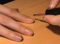 Jak wykonać fioletowo złote zdobienia paznokciach