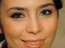 Jak zrobić makijaż podkreślający naturalną urodę