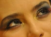 Jak zrobić kolorowy makijaż w stylu Kelly Rowland